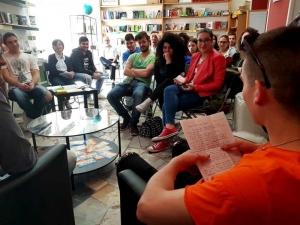 13.05 - Gli studenti di Teano in visita alla Piccola Libreria 80mq