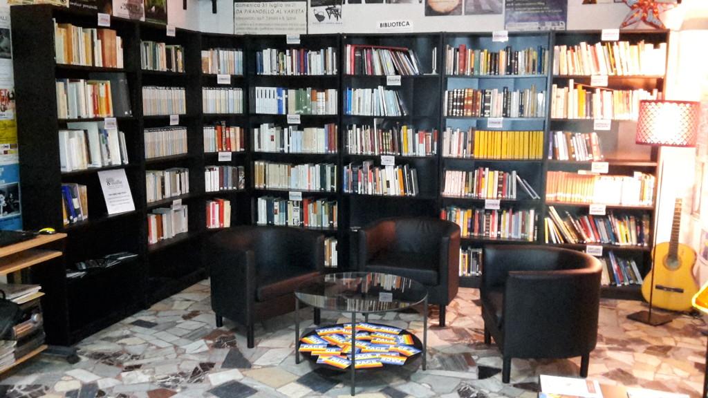 La biblioteca e la sala lettura